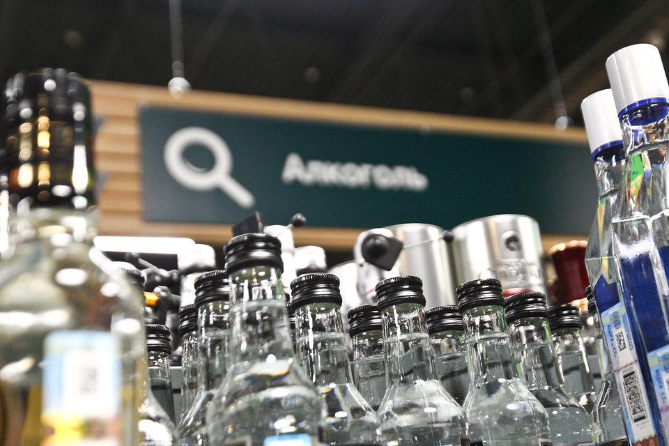 По закону о регулировании алкогольного рынка электронный учет алкоголя в рознице начнется 1 июля 2016 г.