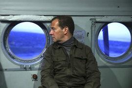 Председатель правительства Дмитрий Медведев узнает от иностранных инвесторов иную точку зрения на ситуацию в России