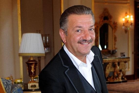 Некогда один из самых влиятельных российских предпринимателей, Тельман Исмаилов рискует потерять свои активы. Он в шоке от действий кредиторов, говорят его представители: бизнесмен пытается продать дорогую недвижимость, чтобы рассчитаться с долгами, но кредиторы стремятся забрать активы за бесценок. На фото Исмаилов на открытии отеля Mardan Palace в Турции