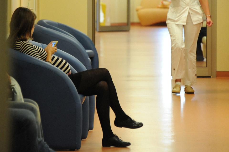 Банкиры не знают, как выполнить ограничения на звонки беременным и пациентам