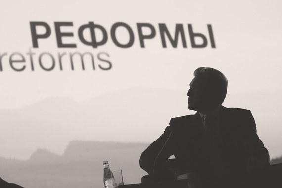 На форумах по-прежнему звучат пустые слова о том, что Россия должна заняться наконец диверсификацией экономики