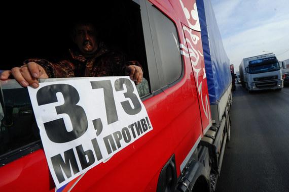 Десятки дальнобойщиков в регионах устроили акцию протеста