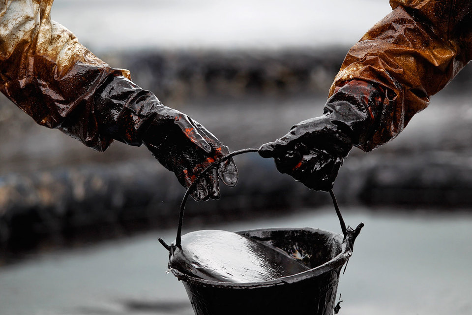 Спрос и предложение на рынке нефти и многих других сырьевых товаров не могут уравновесить друг друга
