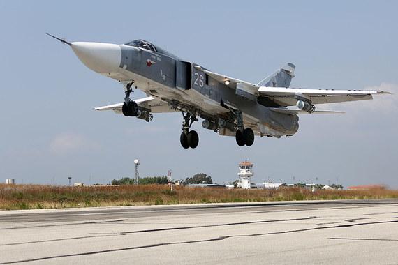 Су-24 российских ВВС на авиабазе «Хмеймим» в Сирии, архивный кадр