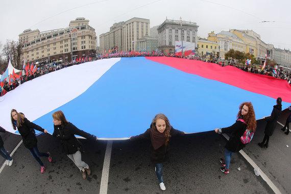 Россияне считают свою страну великой державой, но более трети все еще хотят жить, «как на Западе», выяснили социологи