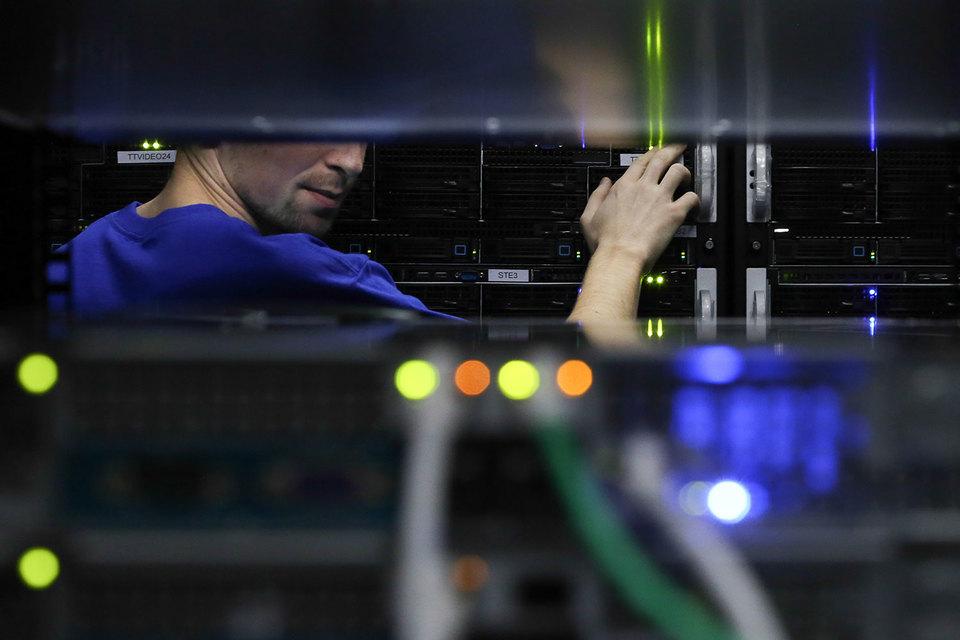 Дело касалось системы прослушивания мобильных телефонов в России
