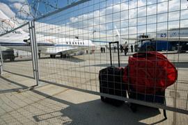 Авиакомпании хотят стимулировать пассажиров летать без багажа
