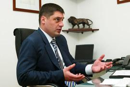 Акции продала компания Europlan Holdings Limited Микаила Шишханова, которой до IPO принадлежало 100% «Европлана»