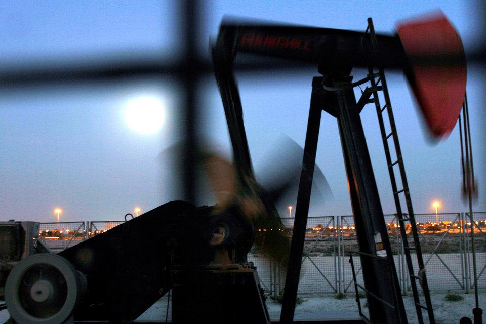 Набиуллина подчеркнула, что ЦБ по-прежнему считает базовый сценарий (нефть по $50 за баррель) наиболее вероятным