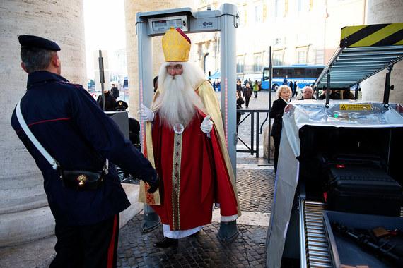 Мировое турне Санта Клауса. Default-1aid