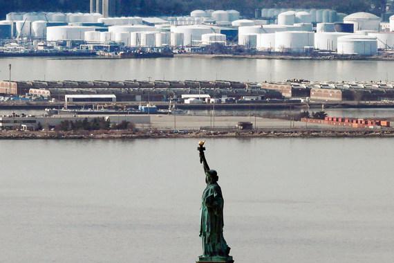 В хранилищах США не остается места для нефти, добыча которой продолжает расти
