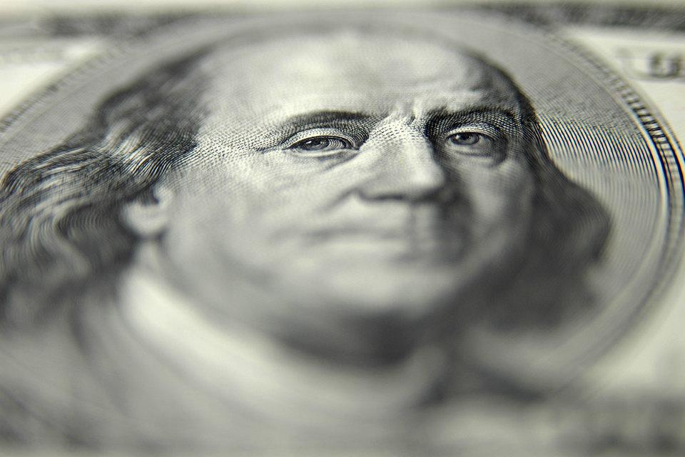 Эксперты ожидают, что ФРС продолжит ужесточать денежную политику, но беспокоятся, что затем ей придется опустить ставку обратно до близкого к нулю уровня