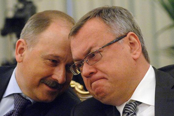Чиновники готовятся помочь Владимиру Дмитриеву (слева) так же, как несколько лет назад помогли президенту ВТБ Андрею Костину (справа) после покупки Банка Москвы