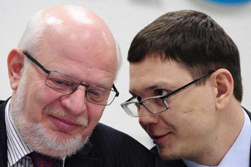 Павел Чиков (справа) лишился «Агоры», но остается членом Совета по правам человека во главе с Михаилом Федотовым