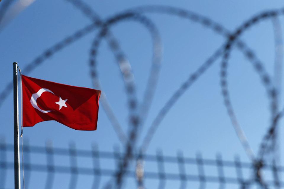 Госзаказчики должны на каждых торгах напоминать о запрете на участие турецких компаний, иначе тендеры могут быть оспорены, предупреждают местные управления ФАС