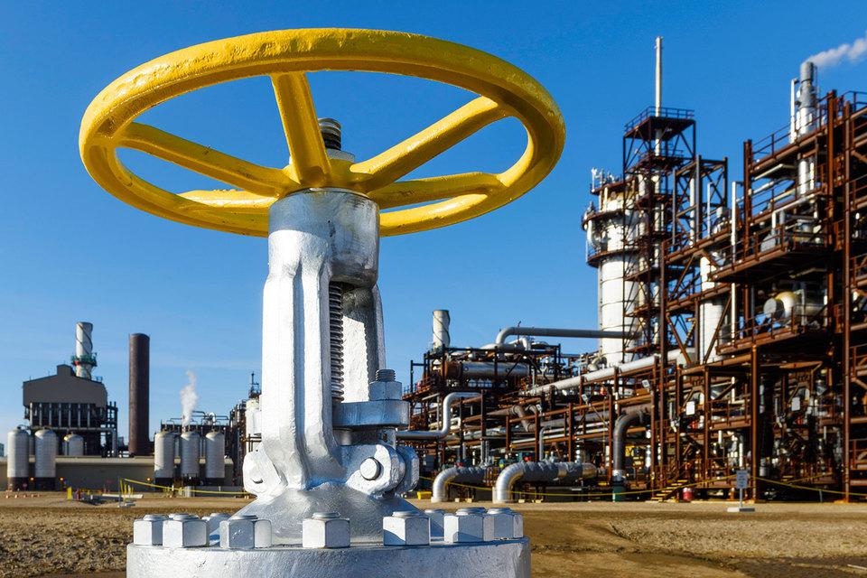 Денежный поток крупных нефтяных компаний (таких как Chevron, ExxonMobil, Royal Dutch Shell, Total, BP, ConocoPhillips, Statoil, Eni и Repsol) оказался под вопросом задолго до того, как цены на нефть начали падать
