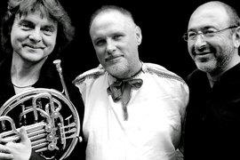 Вот уже 25 лет Moscow Art Trio ходит между жанрами