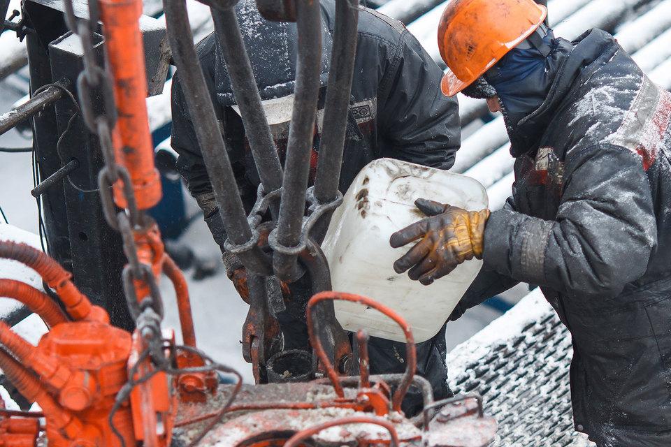 Если нефть не подорожает к 2020 г., ее добыча в России снизится на 14%, прогнозирует Минэнерго в стресс-сценарии для энергостратегии до 2035 г.