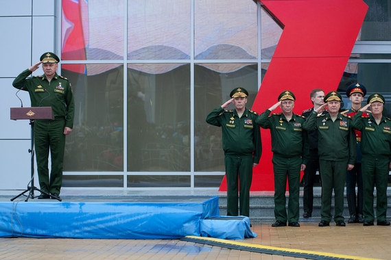 Сергей Шойгу (слева) готов выполнить любую задачу, в том числе и по сокращению бюджета