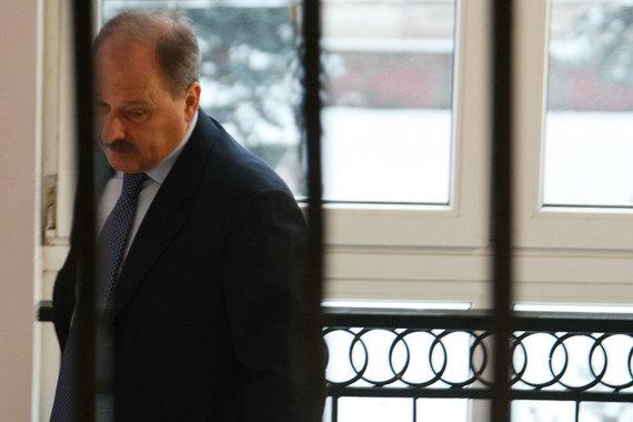Председатель ВЭБа Владимир Дмитриев провел совещание с руководством госкорпорации. Он не объявлял об уходе, только уточнил: «вероятно, сменится команда»