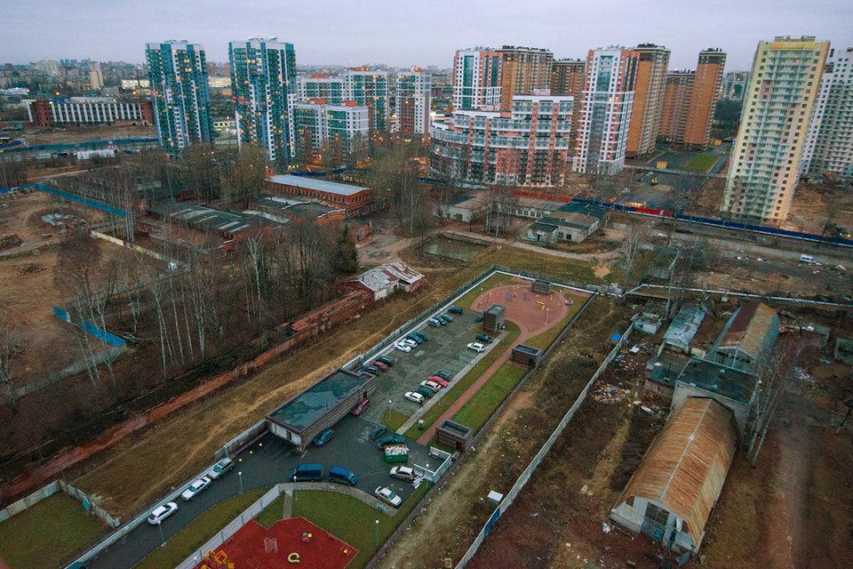 Новостройки эконом-класса в Петербурге предлагались по 96000 руб. за 1 кв. м, за кольцевой автодорогой – по 70500 руб.