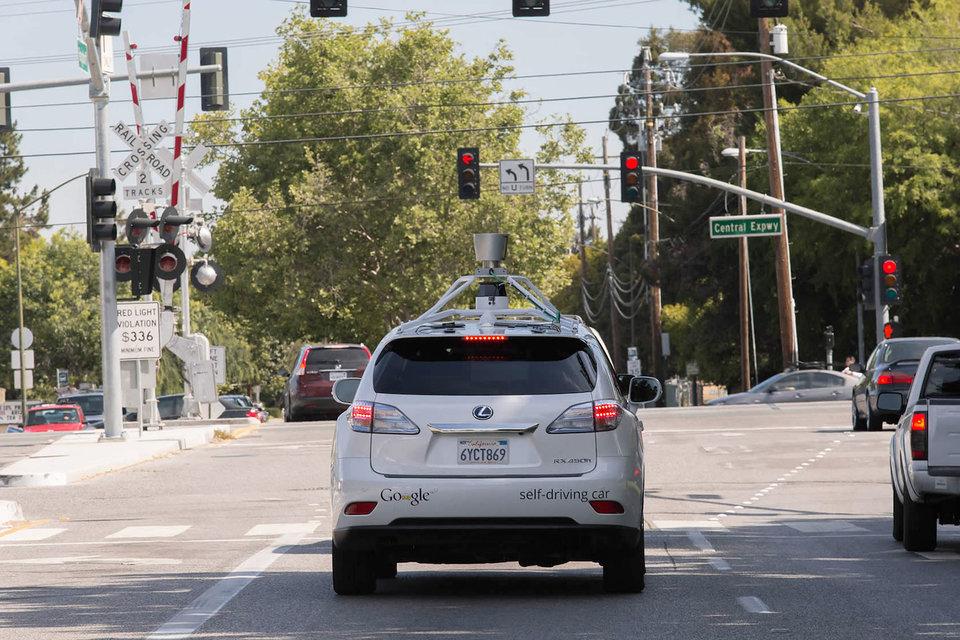 Чем больше самодвижущихся машин будет появляться на улицах, тем выше будет опасность их взлома хакерами