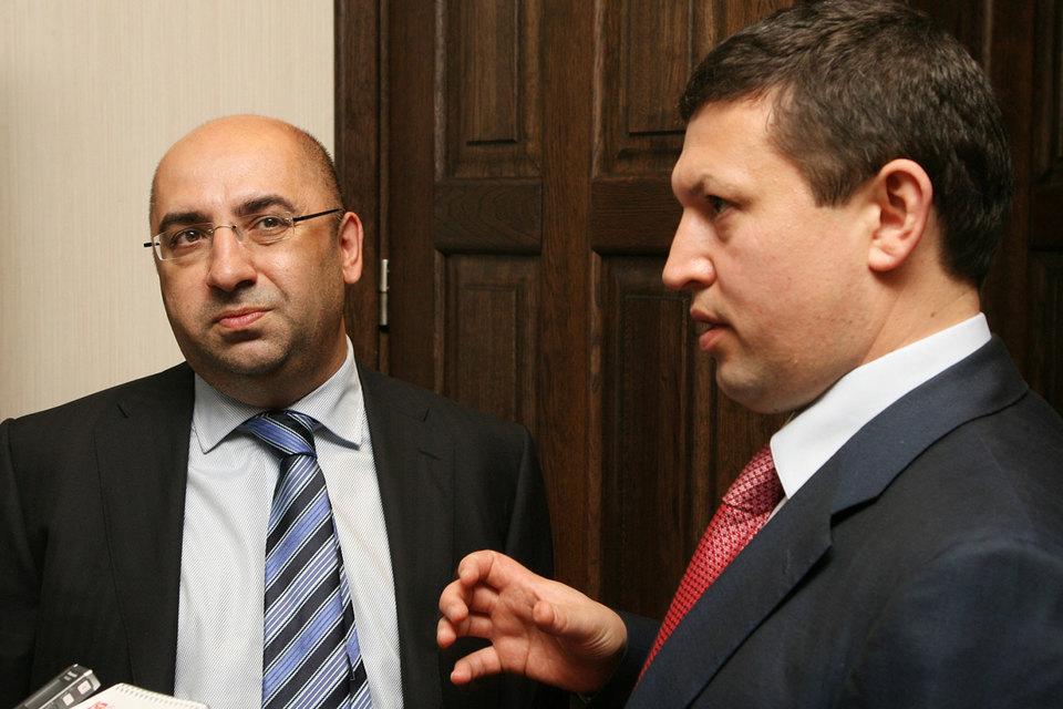 Однажды Ильгиз Валитов (на фото справа) уже проходил по уголовному делу, связанному с выдачей кредитов. Тогда у прокуратуры были вопросы к нему и Анатолию Балло (на фото слева)