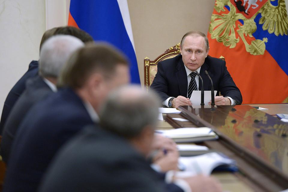 Владимир Путин проводит в Кремле встречу с руководителями нефтяных компаний