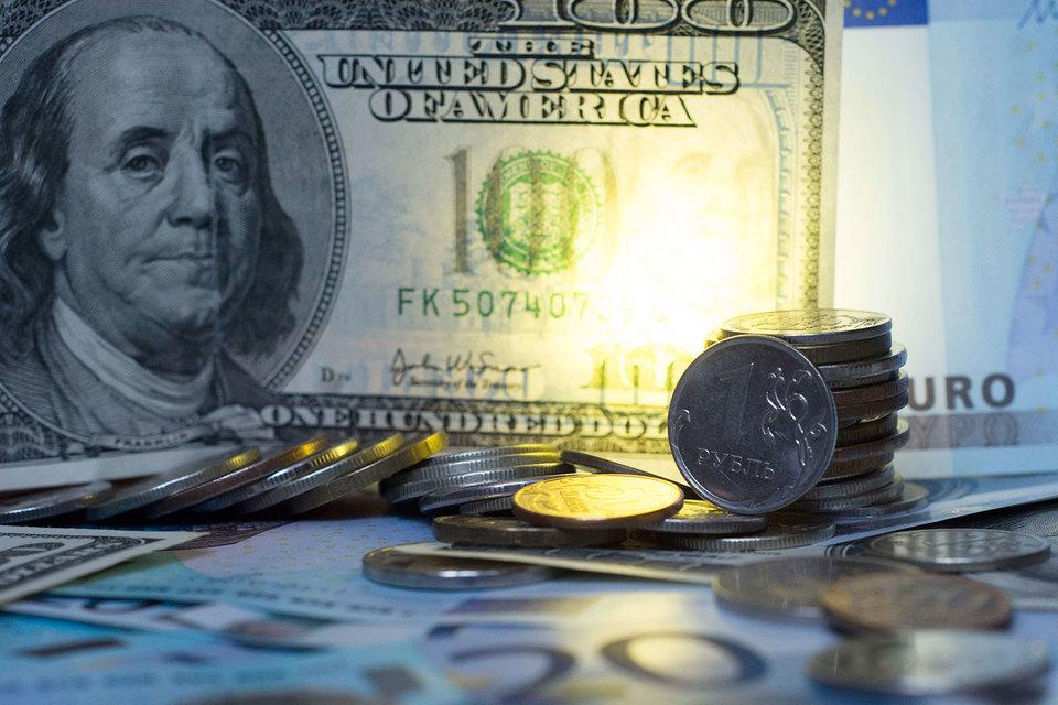 ЦБ борется с излишками валюты на банковских депозитах