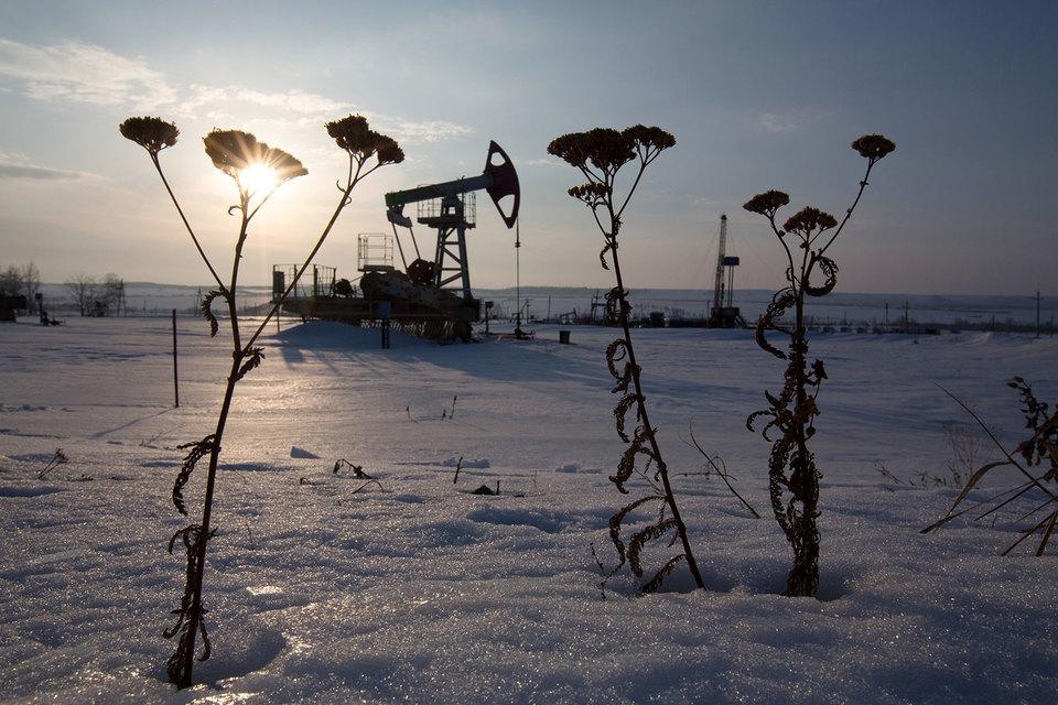 России не нужно специально снижать добычу нефти – если ничего не делать, она упадет сама