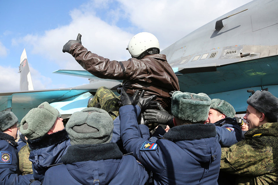 Во вторник звено российских бомбардировщиков Су-34 вылетело с авиабазы Хмеймим в провинции Латакия и приземлилось на аэродроме «Балтимор» в Воронеже