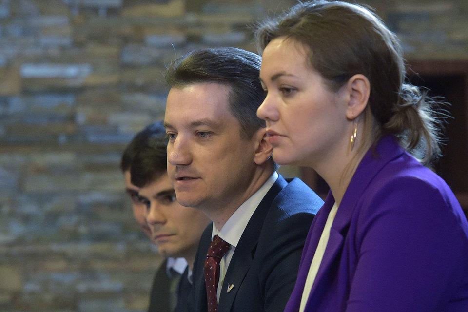 Анастасия Муталенко сменит Антона Гетту (в центре) в борьбе «фронтовиков» за честные закупки