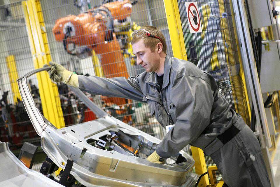 Автозаводы просят чиновников приравнять машинокомплекты к готовым машинам в соглашениях о промсборке