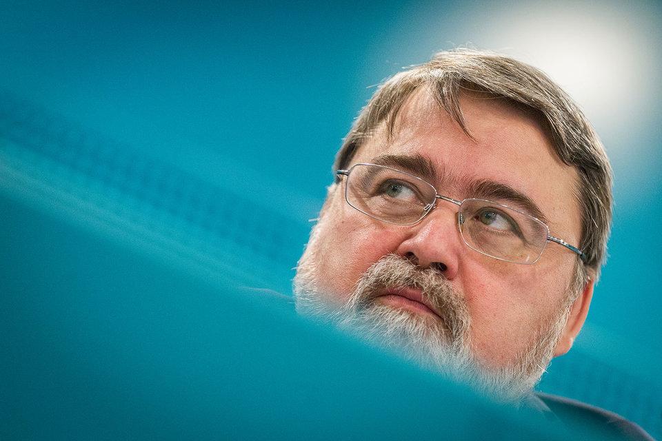Руководитель ФАС Игорь Артемьев с сомнением смотрит на нынешнюю систему госзакупок