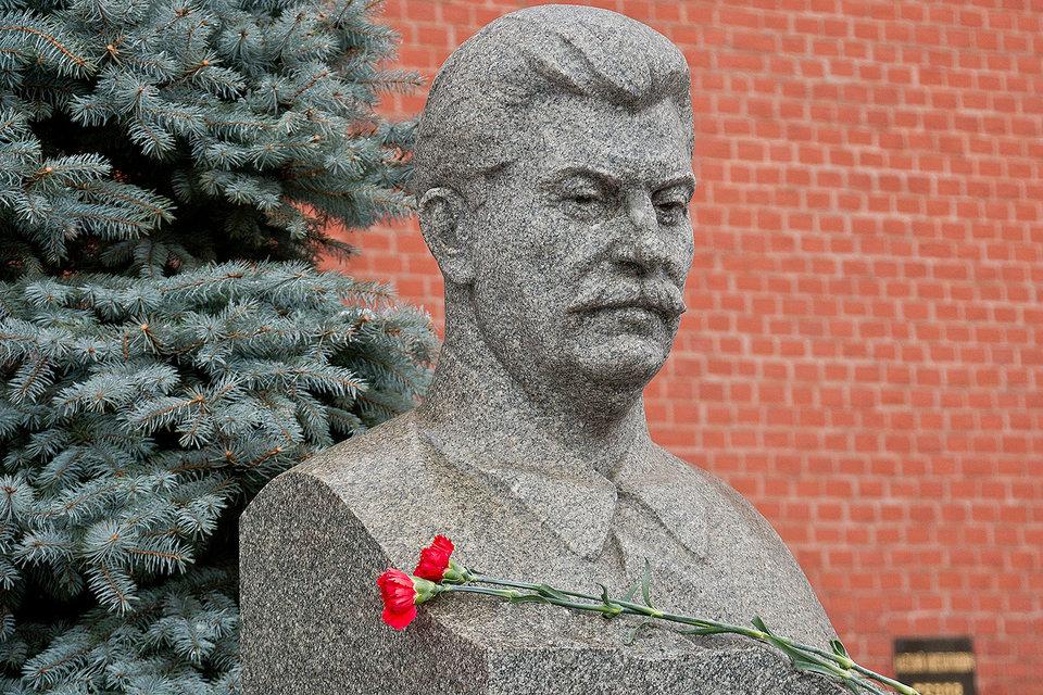 Россияне все лучше относятся к Иосифу Сталину