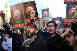 Одной из причин были нападения, совершенные на посольство Саудовской Аравии в Иране, которые произошли после казни известного шиитского проповедника Нимра ан-Нимра