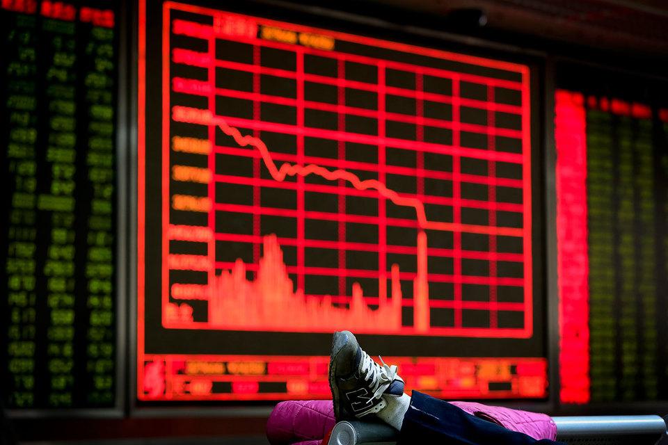 Индекс «голубых фишек» CSI 300 рухнул в первый торговый день 2016 г. на 7%