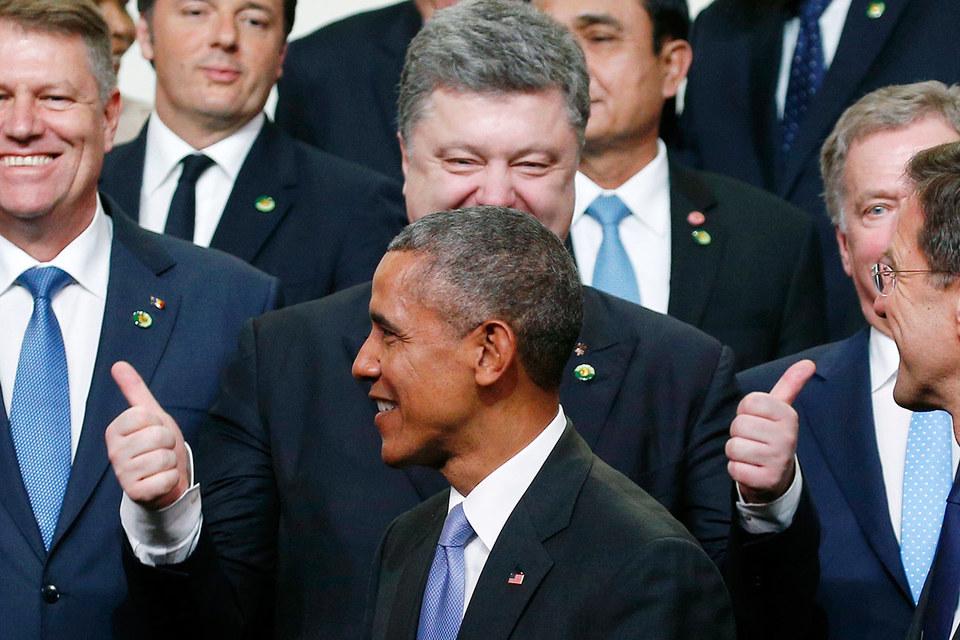 Президенты Украины Петр Порошенко (вверху) и США Барак Обама