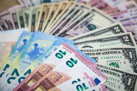 Курс доллара расчетами «завтра» к закрытию 24 июня вырос на 1,41 руб. до 65,26 руб., евро почти не изменился (72,47 руб.)