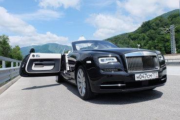 Двухдверный Rolls Royce Dawn длиной 5,3 м превосходит в размерах большинство представительских седанов и выглядит памятником автомобилю, исполненным в полуторную величину