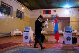 Парламентские выборы в Монголии уверенно выиграла оппозиционная партия, которая ранее правила страной в течение 12 лет