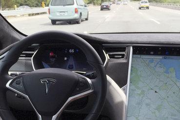 В США расследуют аварию Tesla на автопилоте со смертельным исходом