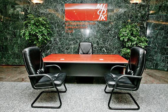 В банке Международный финансовый клуб у «Онэксима» 19,7%, лично Михаилу Прохорову принадлежит 27,7% акций