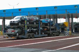 Автозаводы рассчитывают, что государство компенсирует им затраты на вывоз автомобилей за рубеж