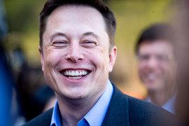 Гендиректор Tesla Motors Илон Маск сообщил о планах компании выпустить электрические грузовик и автобус, развивать технологию самоуправляемых автомобилей и создать кар-шеринговый сервис