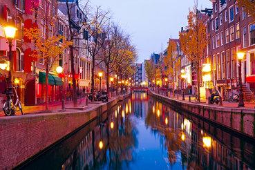 Два нидерландских пенсионных фонда инвестируют 60 млн евро в реконструкцию квартала красных фонарей