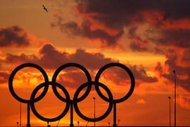 Небольшому количеству российских спортсменов, которые тренируются за границей, соблюдают строгие антдопинговые нормы и «очевидно не связаны с коррупционной российской системой», может быть предложено участие в Олимпийских играх в Рио-де-Жанейро под нейтральным флагом