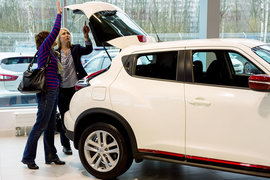 В июне продажи автомобилей в Петербурге упали на 5%