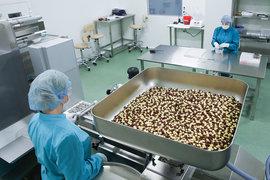 Премьер-министр Дмитрий Медведев поручил министерствам поддержать экспорт российских лекарств