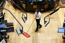 Рост доходов низкооплачиваемых сотрудников совпал с уменьшением числа претендентов на наименее привлекательные вакансии